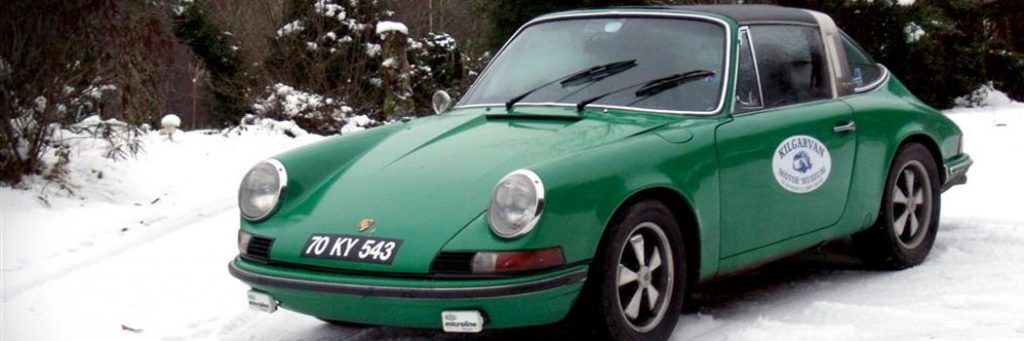 PORSCHE 911 Out in the snow